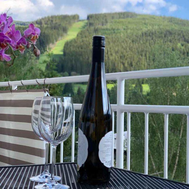 Balkon s vínem